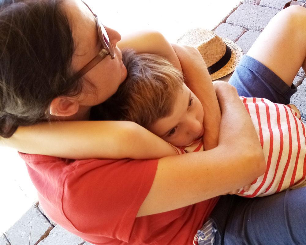 Mutter und Kind Umarmung