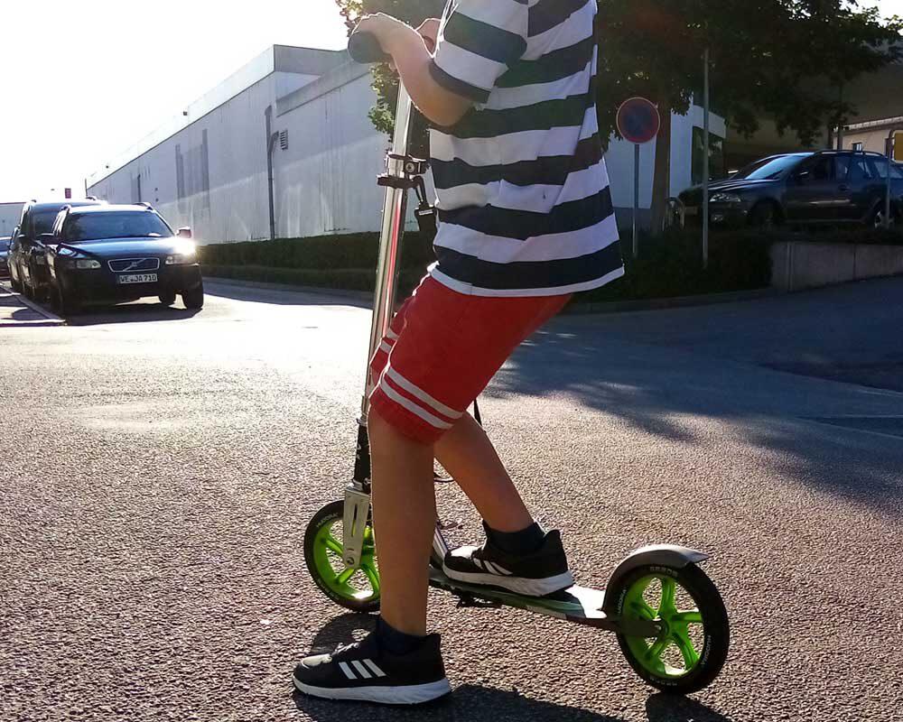 Autofahrten mit Kindern - der Roller muss aktuell immer mit