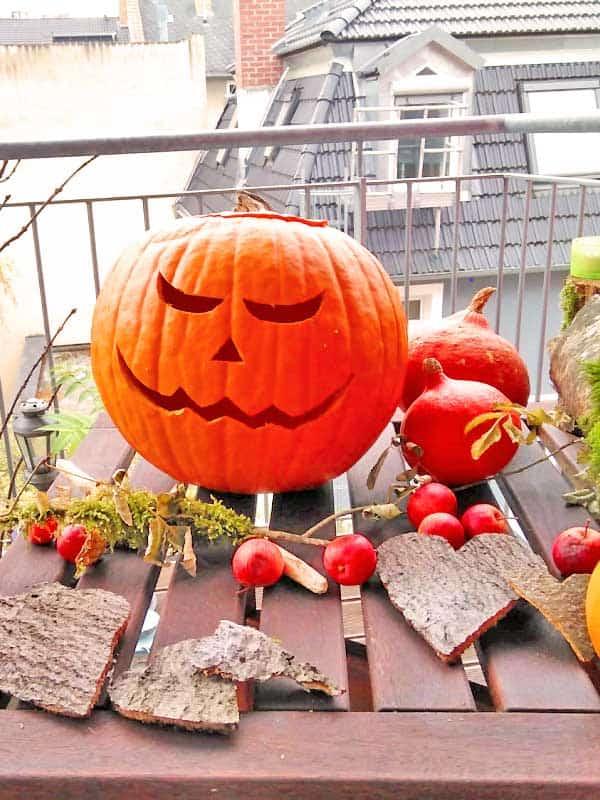 Halloween Kürbis mit Herbstdeko
