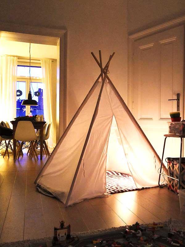 Tipi Zelt im Wohnzimmer