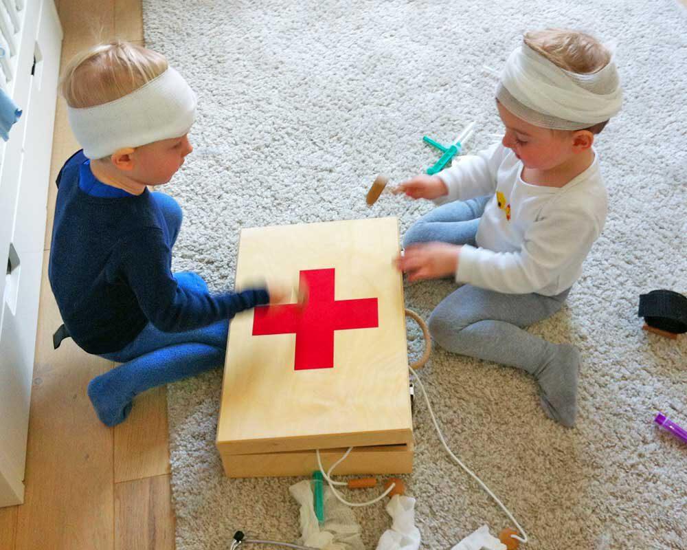 Ein Arztkoffer für Kinder perfekt zum spielen